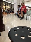 Wartende Menschen