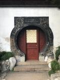 unterschiedliche Türformen sollen den Besucher neugierig machen